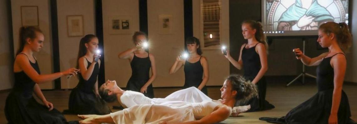 Bemutatták Veszprémben a Gizella/Gizellák táncszínházi, összművészeti darabot